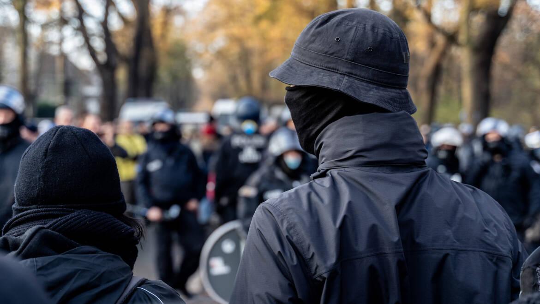 10.05.2014: Vermummte Demonstranten kommen ungeschoren davon