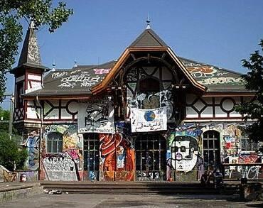 21.11.2020: Vermummte werfen Flaschen auf Berner Polizei